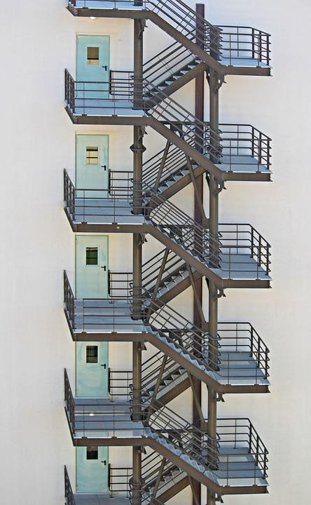 Cầu thang thoát hiểm,tiêu chuẩn thiết kế cầu thang thoát hiểm